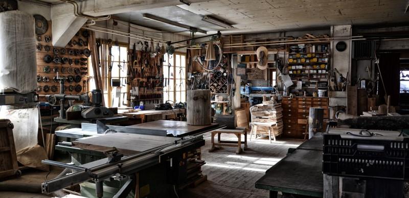 Άδειο workshop με εργαλεία
