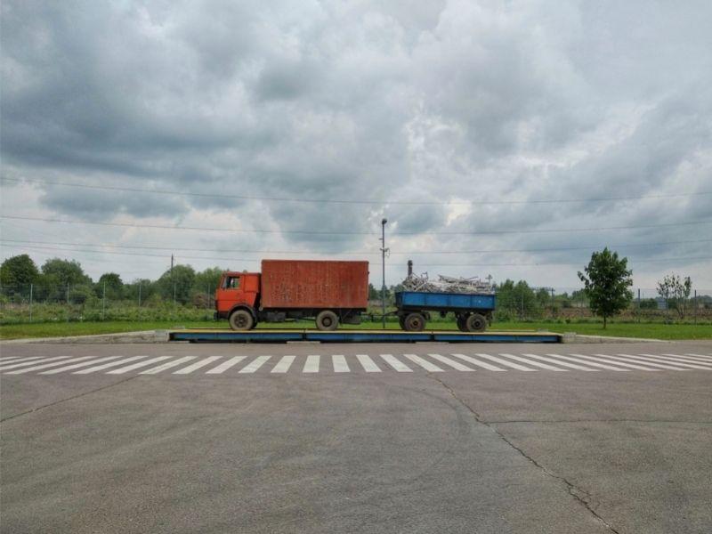 Φορτηγό σε γεφυροπλάστιγγα